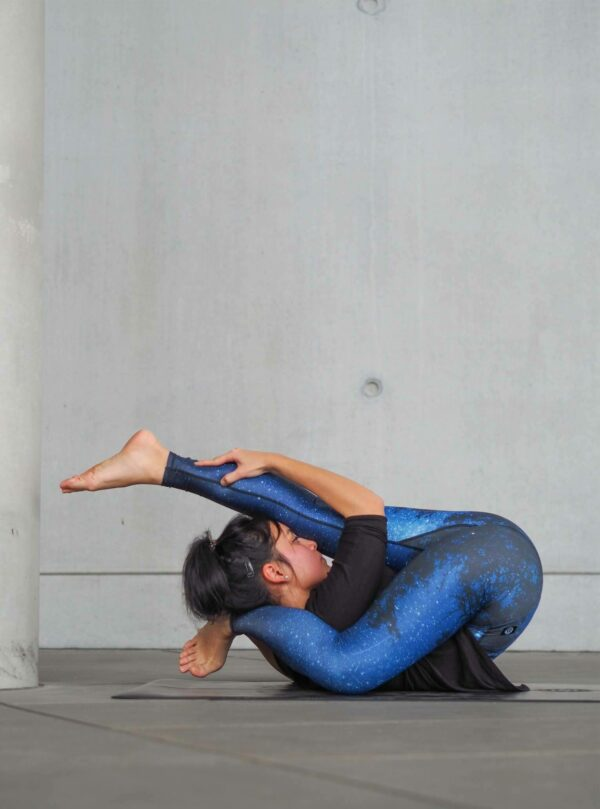 Dark-Blue-MilkyWay-Yoga-Leggings-Stars-Arctic-Flamingo featured @rhythm_of_yoga