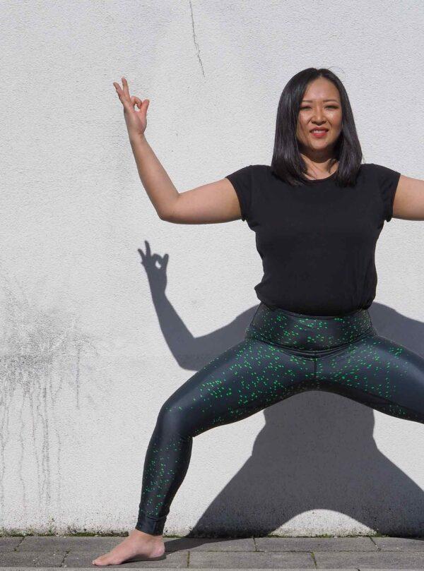 Black-Yoga-Leggings-Nachhaltig-Arctic-Flamingo-Deutschland