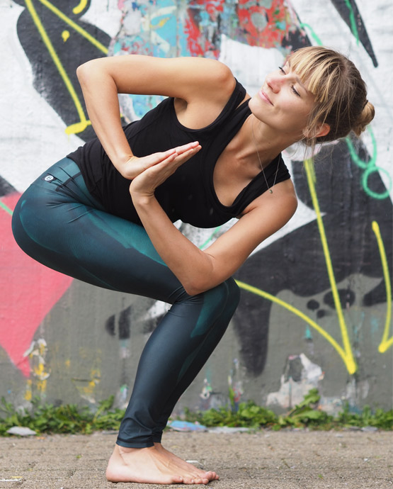 Green-Bird-Yoga-Leggings-mit-Alex