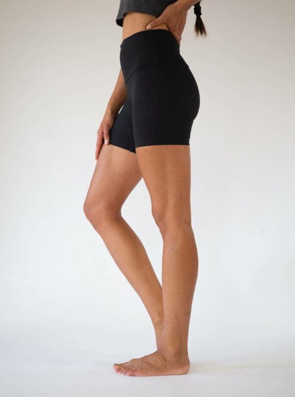 Black-Yoga-Shorts-Tencel-Lyocell-Arctic-Flamingo