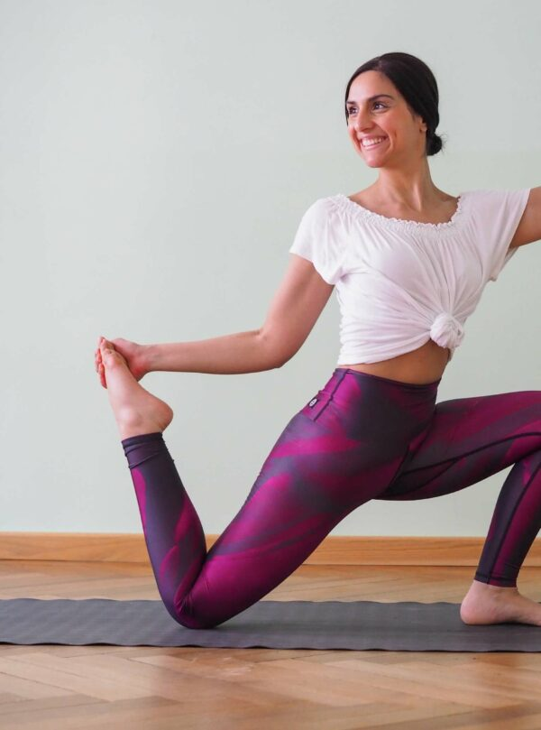 Burgundy-Rot-Yoga-Leggings-mit-Anais-Telian
